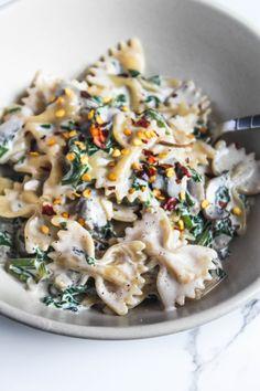 Creamy Mushroom Pasta, Creamy Mushrooms, Stuffed Mushrooms, Stuffed Peppers, Spinach Pasta, Creamed Spinach, Garlic Pasta, Italian Recipes, Vegan Recipes