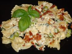 Menu Musings of a Modern American Mom: Creamy Farfalle with Carrots and Peas