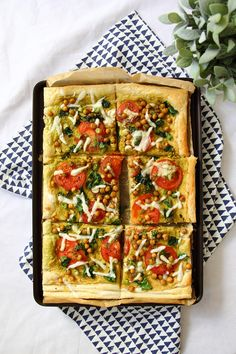 Vegan Spinach & Tomato Hummus Tart || #vegan #veganrecipe #puffpastry #vegandinner #summerrecipes