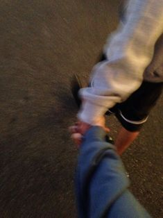 Holding hands while out walking Couple Tumblr, Tumblr Couples, Teen Couples, Couple Goals Relationships, Relationship Goals Pictures, Couple Relationship, Hand Pictures, Cute Couple Pictures, Grunge Couple