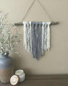 Trendy Ideas Tree Of Life Macrame Diy Wall Hangings Yarn Wall Art, Yarn Wall Hanging, Hanging Baskets, Hanging Art, Macrame Wall Hangings, Creation Deco, Diy Tassel, Ideias Diy, Minimalist Decor