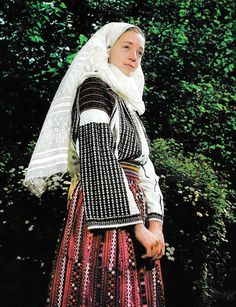 Mehedinti, Oltenia (Wallachia) Cute Embroidery, Learn Embroidery, Embroidery Patterns, Folk Costume, Costumes, Fashion Art, Fashion Outfits, The Incredibles, Popular