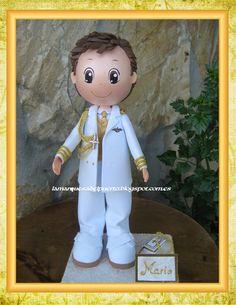 Fofucho niño personalizado con traje de comunión.