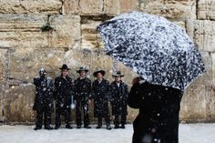 Snow falls as a group of ultra-orthodox Jews pose for a snapshot next to the Western Wall in Jerusalem's Old City, Thursday, Jan. Stormy weather conditions continued on Thursday with snow, torrential rains and strong winds across the region. Strange Weather, Extreme Weather, Nevada, Peru Beaches, Le Figaro, National Weather, Western Wall, Walking In The Rain, Winter Storm