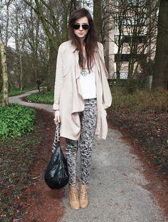 Trench Coat: Queens Wardrobe  Flower pants: MANGO  Shoes: ZARA  Tee: American Apparel  Peace sign necklace: by 1oak  Python bag: YAZ Paris
