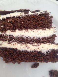 bolo de chocolate com recheio de trufa de chocolate branco feito por mim aceito encomendas Araraquara - SP