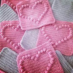 Angels handmade with love: Bobble heart blanket + vertaald patroon ! Angels handmade with love: Bobble heart blanket + vertaald patroon ! Crochet Heart Blanket, Bobble Crochet, Crochet Afghans, Crochet Diy, Bobble Stitch, Crochet Quilt, Manta Crochet, Crochet Blocks, Crochet Squares