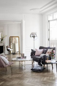 Those floors, that grey couch, those tall ceilings, that floor mirror, oh my! - Plum Pretty Sugar