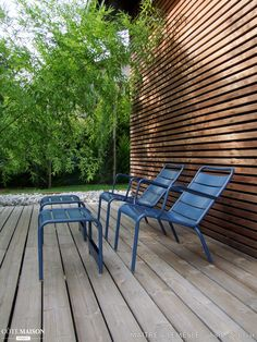 Holiday Home by Maitre & Lemesle Architecture Metal Patio Furniture, Garden Furniture, Furniture Design, Outdoor Spaces, Outdoor Chairs, Outdoor Decor, Apartment Chic, Lounge, Garden Chairs