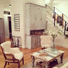 Chip and Joanna Gaines Decor . 24 Luxury Chip and Joanna Gaines Decor . 10 Ways Fixer Upper Stars Chip and Joanna Gaines Would Fix Up Your Home Simplemost Estilo Joanna Gaines, Chip Y Joanna Gaines, Joanna Gaines House, Joanna Gaines Farmhouse, Joanna Gaines Style, Joanna Gaines Decor, Joanna Gaines Living Room, Chip Gaines, Country Farmhouse Decor