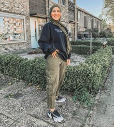 Hijab Fashion Summer, Modern Hijab Fashion, Street Hijab Fashion, Hijab Fashion Inspiration, Muslim Fashion, Look Fashion, Fashion Outfits, Fashion Ideas, Modest Fashion Hijab