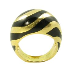 1stdibs | VAN CLEEF & ARPELS Black Onyx and Gold Bombe Style Ring