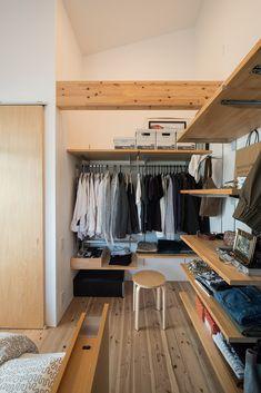海南の家 | ソラマド写真集 Estilo Muji, Muji Style, Bedroom Setup, Home Organisation, Room Planning, Wardrobe Design, New Room, House Rooms, Interior Design Inspiration