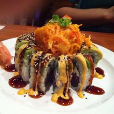 Volcano Roll @ Gosh Asian Bistro & Sushi - an interesting presentation My Sushi, Sushi Love, Sushi Comida, Seafood Recipes, Cooking Recipes, Onigirazu, Sushi Night, Sushi Party, Homemade Sushi