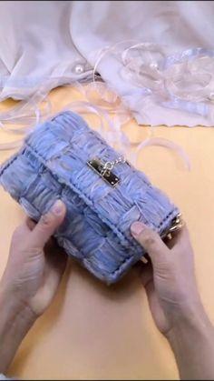 Diy Clothes Hacks, Diy Clothes Videos, Clothing Hacks, Diy Handbag, Diy Purse, Diy Clutch, Crochet Purses, Crochet Coin Purse, Crochet Handbags