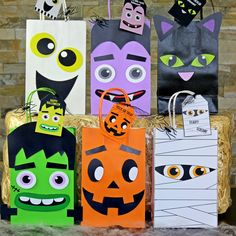 Decorate your favor bags with these spooky Halloween characters . Great for a Halloween party or as a Treat-Or-Treat Bag. ​ This PDF File Includes: 1 Frankenstein 3 Pumpkin 2 Ghost 3 Cat 1 Mummy 2 Vampire 6 Matching Favor Tags Instruction Sheet Diy Halloween Party, Moldes Halloween, Halloween Candy Bags, Manualidades Halloween, Halloween Party Favors, Halloween Goodies, Halloween Birthday, Halloween Gifts, Spooky Halloween