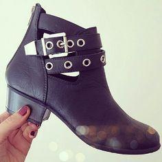 Fashion blogger Kerri's ankle boots with eyelet cut out detail #ShoeZone #cut #out #boots #fashionbloggeruk #fblogger #fbloggeruk