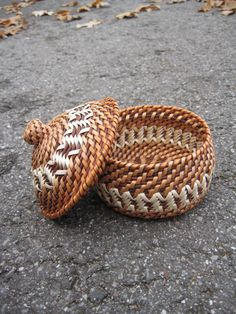 Woven basket with lid by Viyaswickerworks from Latvia
