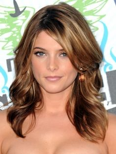 Coloring Your Own Hair: Hair Color Ideas Red with Blonde Highlights Ashley Greene Hair, Medium Brunette Hair, Brunette Color, Brunette Ombre, Ombre Hair, Hair Medium, Hair Dye, Summer Brunette, Brunette Bangs