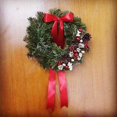Christmas - DDoorwreath Xmas red and white Christmas Wreaths, Xmas, Red And White, Holiday Decor, Blog, Home Decor, Decoration Home, Room Decor, Christmas