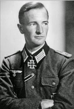 ✠ Anton Donnhauser (08.04.1913 - 30.10.1984) RK 18.07.1943 Hauptmann Kdr II./Pz.Gren.Rgt 111 11. Panzer – Division NKiG: 10.02.1944 Major Führer Pz.Gren.Rgt 111 11. Panzer-Division