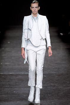 Ann Demeulemeester Spring 2011 Ready-to-Wear Fashion Show - Sophie Srej
