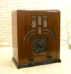 Old Antique Wood Zenith Vintage Tube Radio - Restored & Working w/ Black Dial. eBay auction ends tonight at 10:00 eastern!