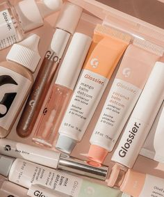 aesthetic beauty makeup skincare glossier pastel pink green peach aesthetic products wallpaper p a s t e l m i n d Beauty Make-up, Beauty Care, Beauty Skin, Aesthetic Beauty, Aesthetic Makeup, Aesthetic Dark, Aesthetic Collage, Peach Aesthetic, Gloss Labial