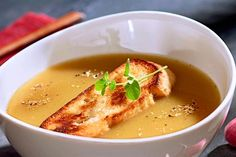 + 4 česneková polévka Garlic Soup, Good Food, Yummy Food, Eat To Live, Lidl, Soups And Stews, Cheeseburger Chowder, Thai Red Curry, A Table
