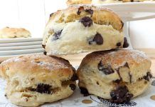 Chocolate chip scones with Thermomix, recipe for tasty rolls, very soft, easy to make for breakfast or afternoon tea Passover Desserts, Ww Desserts, Dessert Recipes, Health Desserts, Best Cake Recipes, Good Healthy Recipes, Sweet Recipes, Low Carb Side Dishes, Side Dish Recipes