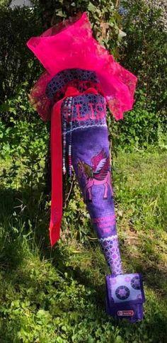 """Sie schreibt in der Facebookgruppe 'www.stoff.love FANS': """"Ich habe es geschafft sie ist fertig und darf nun gefüllt werden. Ich bin so gespannt was mein Mädel sagt. Das Pegasus Pferd verwandelt sich nämlich im Sonnenschein."""" Pegasus, Hunter Boots, Rubber Rain Boots, Pattern, Fashion, Sunshine, Back To School, Sew Dress, Cotton Textile"""