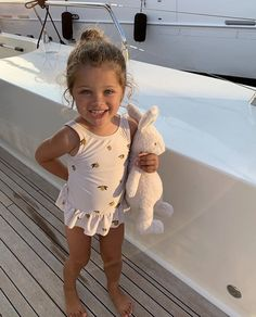 Image may contain: one or more people, child and outdoor Cute Little Baby, Little Babies, Cute Babies, Baby Kids, Baby Girl Fashion, Fashion Kids, Style Fashion, Foto Baby, Cute Baby Pictures