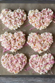 Low Carb Strawberry Mousse – The Keto Diet Recipe Cafe- These Marshmallow Popcorn Hearts make for an easy Valentines Day recipe. Drizzled with pink white chocolate theyre sweet treats for kids or adults! Gluten Free Marshmallows, How To Make Marshmallows, Chocolate Marshmallows, Marshmallow Popcorn, Valentine Desserts, Kids Valentines, Valentine Treats, Strawberry Mousse, Sweets