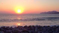 En Cala Jondal se puede disfrutar de uno de los mejores atardeceres de la isla, ¡y gratis! #ibiza pic.twitter.com/L9rTDFxmiB Ibiza Sunset, Celestial, Twitter, Outdoor, Sunsets, Calla Lilies, Outdoors, Outdoor Games, The Great Outdoors