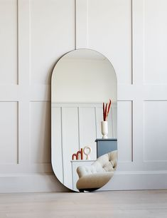 Wet Rooms, Home Office Decor, Stylish Living Room, Vintage Contemporary Furniture, Interior Inspiration, Minimalism, Oval Mirror, Minimal Home, Home Accessories Stores