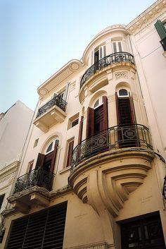 Montevideo, Uruguay. Montevideo es la capital y ciudad más poblada de la República Oriental del Uruguay. Es, asimismo, sede del Mercosur y de la ALADI.