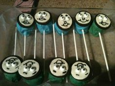 thomas the train cake pops....like the idea but I would make them out if marshmallow