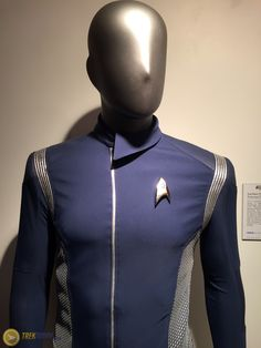 See The Federation and Starfleet Costumes and Props From 'Star Trek: Discovery' Star Trek Kostüm, Discovery 2017, For Stars, Costume Design, Sci Fi, Cosplay, Costumes, Superhero, Swimwear