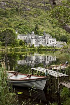 Kylemore Abbey (Kylemore Castle) Connemara, Ireland