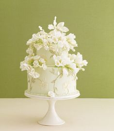 Garden style wedding cake! lovely.