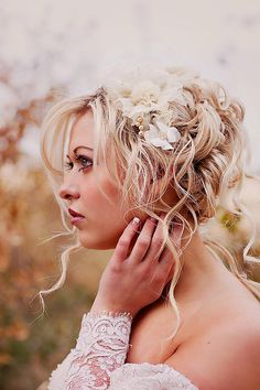 Champagne wedding hair piece - Bridal flower headpiece. my hair actually does this just would need to play with it! :)