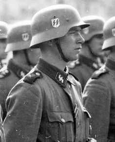 Look at those sharp features. German Soldiers Ww2, German Army, Military Men, Military History, Military Soldier, Luftwaffe, Ww2 Propaganda Posters, German Uniforms, French History