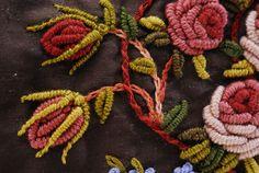 Rosas y botones. Detalle. Bordado a mano por Carolina Gana. Taller de Bordado Rococó. Santiago de Chile. CGP©2008