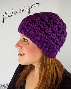 This beautiful, fast and fun to make beanie fits most teens to adults and reminds me of columns and temples that were built in Palmyra, an ancient city of Syria which was strongly influenced by Greco-Roman culture in art and architecture.