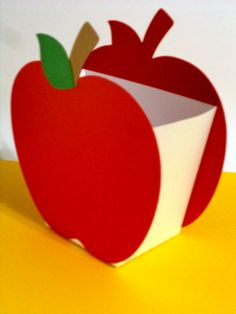 Diy And Crafts, Crafts For Kids, Paper Crafts, Diy Paper, 1st Birthday Parties, 2nd Birthday, Snow White Birthday, Apple Decorations, Apple Theme