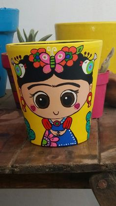 Frida pintadas en maceta Flower Pot Crafts, Clay Pot Crafts, Diy And Crafts, Painted Plant Pots, Painted Flower Pots, Bottle Art, Bottle Crafts, Flower Pot People, Pottery Painting Designs