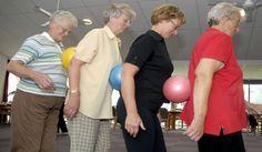 stappen, bewegen in groep met bal tussen de personen