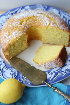 This exceptional lemony,light and fluffy cake is always a favorite! Nonna's Sponge Cake, a cake that all nonnas make is a must in all Italian households! Italian Sponge Cake, Italian Cake, Italian Desserts, Italian Cookies, Italian Orange Cake Recipe, Mini Cakes, Cupcake Cakes, Poke Cakes, Layer Cakes