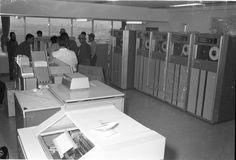 1971年(昭和46年) 9/4 品川区 広町二丁目 コンピューターを搬入する男性たち
