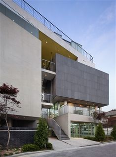 Image 4 of 31 from gallery of Spacumer / L'EAU design + Kim Dong-jin. Photograph by Park Wan-soon Parking Building, Arch Building, Building Exterior, Building Design, Parking Lot, Hospital Architecture, Architecture Office, Architecture Design, Modern Architecture